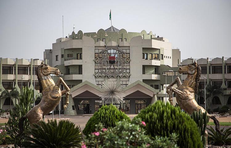 Palais présidentiel du Burkina Faso à Ouagadougou photographié le 20 mars 2019. Le Président et le Conseil national ont le pouvoir d'empêcher la promulgation des révisions du Code pénal du pays susceptibles d'entraîner des peines d'emprisonnement pour les journalistes. (AFP/Olympia de Maismont)