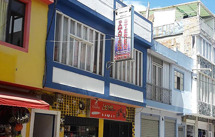 El exterior de la emisora Samaniego Estéreo en Samaniego, en el departamento de Nariño, en Colombia. Uno de los periodistas de la emisora, Libardo Montenegro, fue asesinado a tiros el 11 de junio. (CPJ/John Otis)