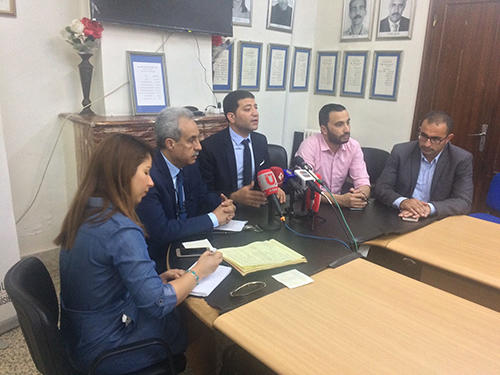 From left to right, Tunisian freelance journalist Amal Mekki; CPJ Board Member Mhamed Krichen; CPJ MENA Program Coordinator Sherif Mansour; Mohamed Al-Youssifi, an executive member of the National Syndicate of Tunisian Journalists; and Salim Khalifa, head of the human rights department at the ministry overseeing civil society relations, at a panel discussion at the journalist syndicate on June 15 in Tunis. (CPJ)