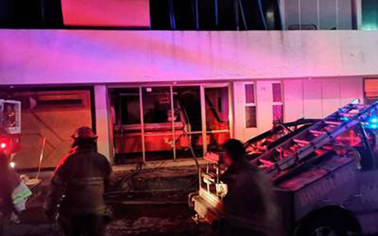 Emergency crews arrive at the offices of El Monitor de Parral after a firebombing on July 30. (El Monitor de Parral)