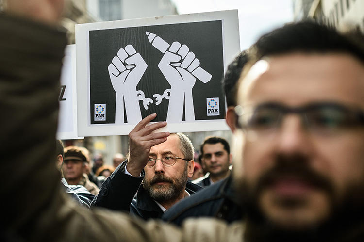 Journalists hold placards on January 10, 2016, during a march in Istanbul as they protest against the imprisonment of journalists. On July 16, 2019, a Turkish court ordered service providers to block access to several news sites. (AFP/Ozan Kose)