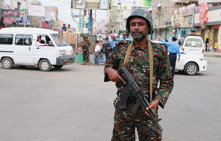 A police officer is seen in Hodeidah, Yemen, on February 13, 2019. Military police recently arrested and released three journalists in Taiz. (Reuters/Abduljabbar Zeyad)