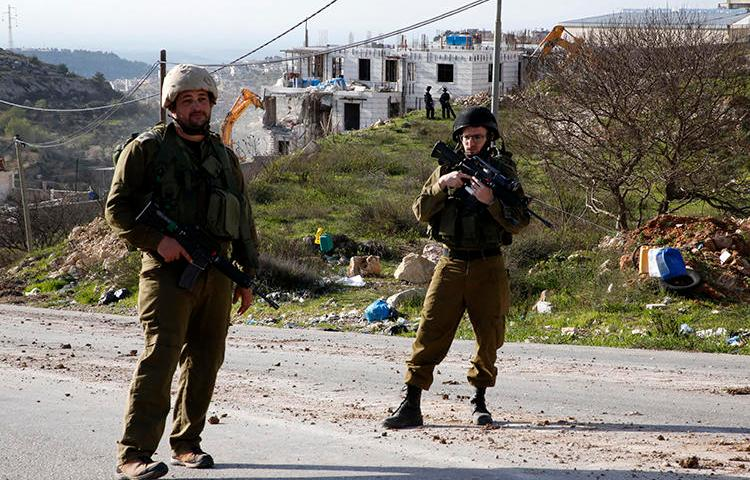 Israeli security forces are seen in the West Bank on February 14, 2018. Palestinian journalist Abdul Mohsen Shalaldeh was recently arrested in the West Bank and is being held without charge. (AFP/Hazem Bader)