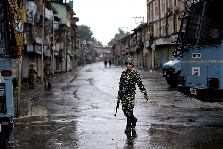 An Indian paramilitary soldier patrols during a security lockdown in Srinagar, on August 14. (AP/Dar Yasin/File)