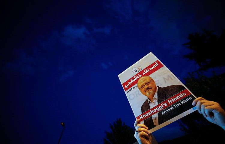 A vigil for Washington Post columnist Jamal Khashoggi, outside Saudi Arabia's consulate in Istanbul on October 25, 2018. Ahead of the first anniversary of the journalist's murder, CPJ continues to call for justice and accountability. (AP/Emrah Gurel)