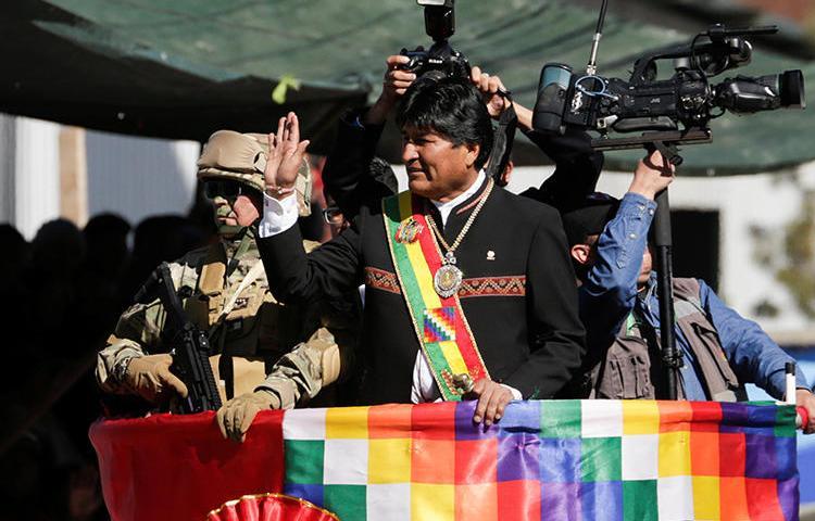 Imagen del presidente de Bolivia, Evo Morales, en La Paz el 7 de agosto de 2019.  El Tribunal Supremo Electoral recientemente restringió la publicación de una encuesta pública que mostraba a Morales en una reñida contienda para la elección del próximo mes. (Reuters/David Mercado)