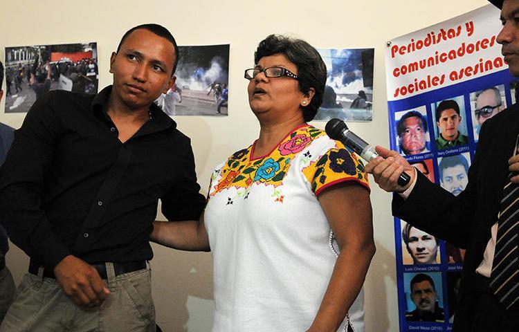 Sandra Maribel Sánchez en Tegucigalpa, Honduras, el 29 de agosto de 2012. En septiembre, un hombre apuntó un revolver a la cabeza de la periodista. (AFP/Orlando Sierra)