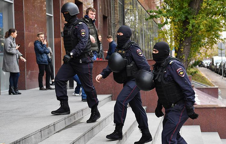 Russian police raid a business center in Moscow on October 15, 2019. That day, police also raided several news organizations and journalists' homes across the country. (AFP/Dimitar Dilkoff)