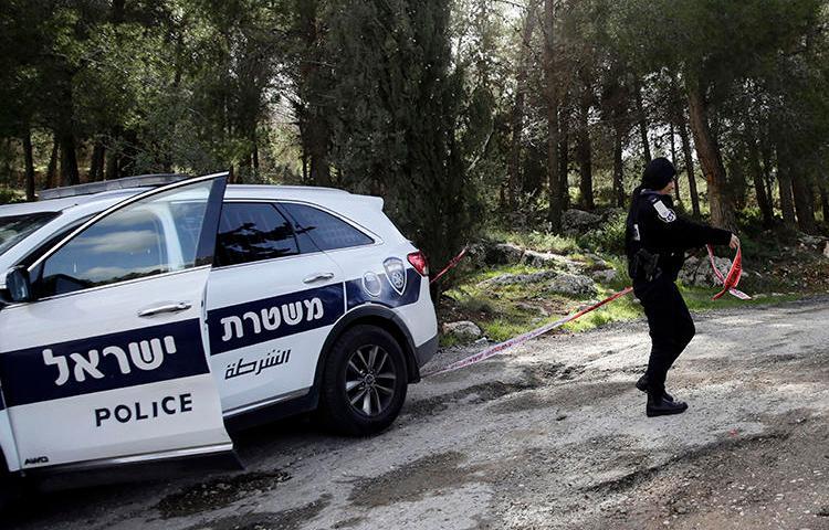 An Israeli police officer is seen in Jerusalem on February 8, 2019. Individuals in Kiryat Ata recently assaulted journalist Daniel Siryoti. (AP/Mahmoud Illean)