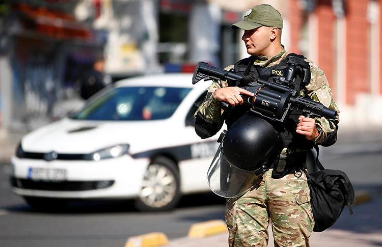 A police officer is seen in Sarajevo, Bosnia and Herzegovina, on September 8, 2019. Bosnian journalist Avdo Avdić recently received death threats. (Reuters/Dado Ruvic)