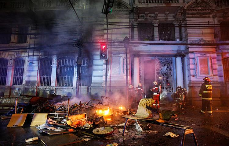 The office of newspaper El Mercurio de Valparaiso is seen after an arson attack in Valparaiso, Chile, on October 19, 2019. (Reuters/Rodrigo Garrido)