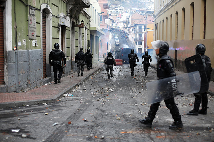 Police officers are seen in Quito, Ecuador, on October 3, 2019. Police officers recently attacked a group of journalists covering a protest in Quito. (Reuters/Daniel Tapia)
