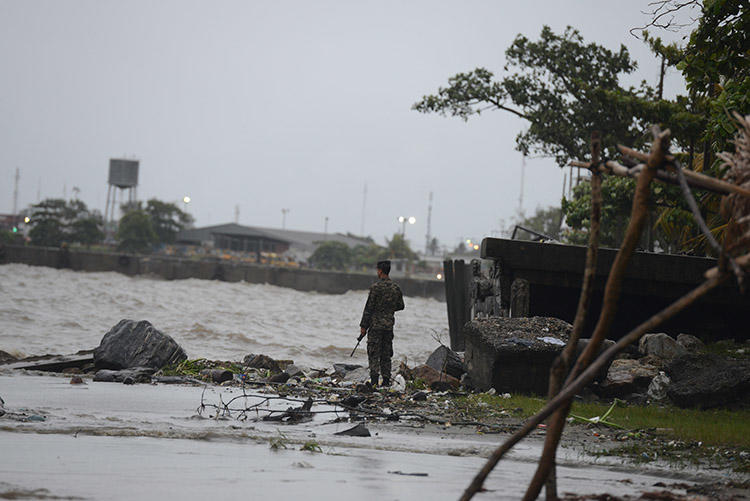 A soldier patrols the shores of Puerto Cortes, in the Honduran Caribbean, in the lead up to a hurricane in August 2016. Gunmen killed the TV host of a show on Puerto Visión, in the Honduran city, on November 25, 2019. (AFP/Orlando Sierra)