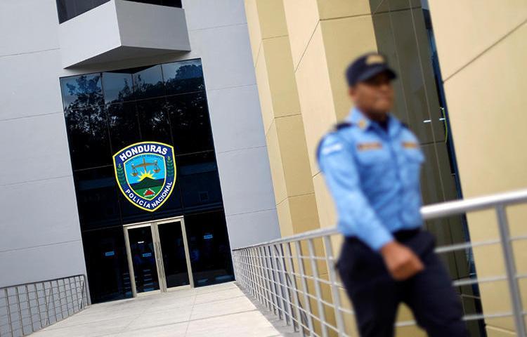 La sede de la Policía Nacional en Tegucigalpa, Honduras, el 26 de enero de 2018. La policía está investigando el asesinato del periodista hondureño Buenaventura Calderón. (Reuters / Edgard Garrido)