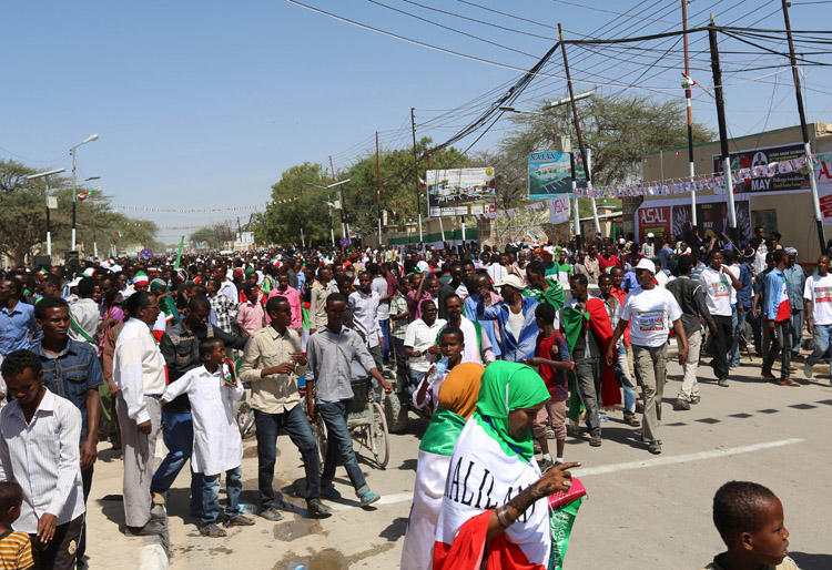 People take part in a parade to mark the 24th self-declared independence day for the breakaway region of Somaliland in the capital Hargeisa on May 18, 2015. On November 18, 2019, Somaliland police shut down a TV station and arrested its editor. (Reuters/Feisal Omar)