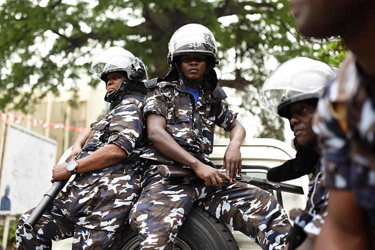 Police officers are seen in Freetown, Sierra Leone, on March 26, 2018. Presidential bodyguards recently attacked a group of journalists in Freetown. (Reuters/Olivia Acland)