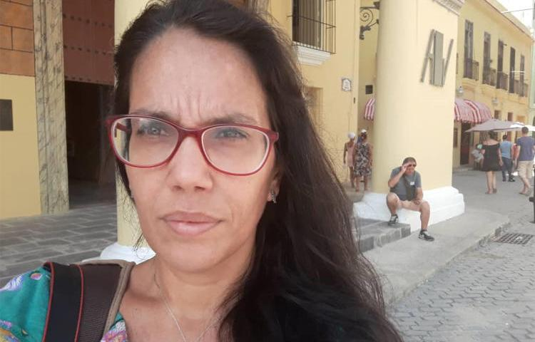 Journalist Luz Escobar has been repeatedly barred from leaving her home in Havana by security agents standing in her doorway. (Photo via Luz Escobar)