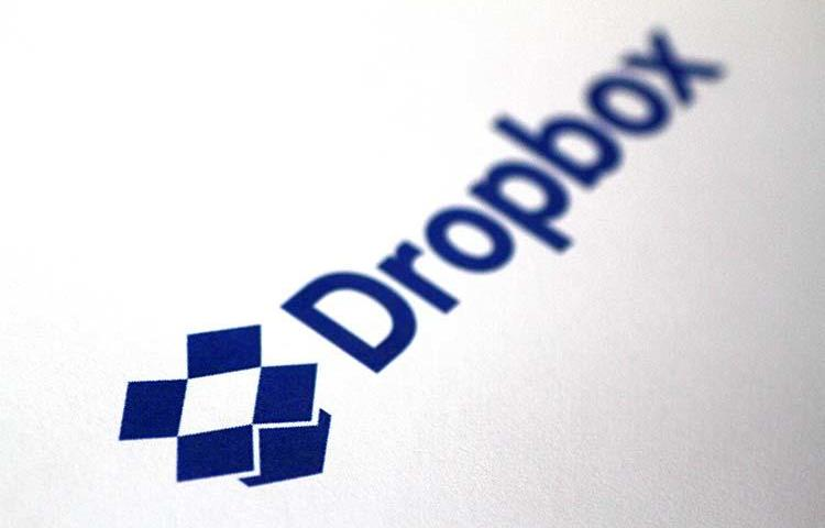 The Dropbox logo is seen in an illustration photo from July 28, 2017. The City of Fullerton, California, says two journalists violated computer crimes laws by accessing files hosted in a Dropbox folder without permission. (Reuters/Thomas White)