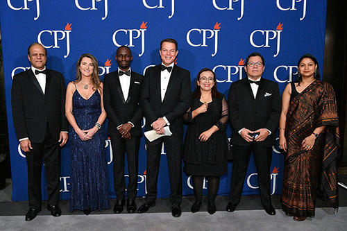 CPJ's 2019 International Press Freedom Awards honorees pose with host Shep Smith, center. (Getty/Dia Dipasupil)