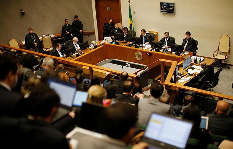 Cenário de uma sessão do Supremo Tribunal Federal brasileiro, em 23 de abril de 2019. Um juiz de Goiás suspendeu recentemente o julgamento do assassinato de um cronista esportivo alegando que as instalações eram inadequadas para a realização. (Reuters/Adriano Machado)
