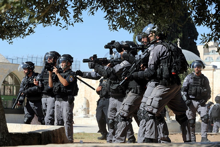 Israeli police officers are seen in Jerusalem on August 11, 2019. Israeli authorities recently arrested Palestinian journalist Sameh al-Titi. (Reuters/Ammar Awad)