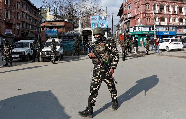 Indian security forces personnel patrol a street in Srinagar on January 10, 2020. Press freedom concerns persist in Jammu and Kashmir, where internet has been only partially restored after a months-long shutdown. (Reuters/Danish Ismail)