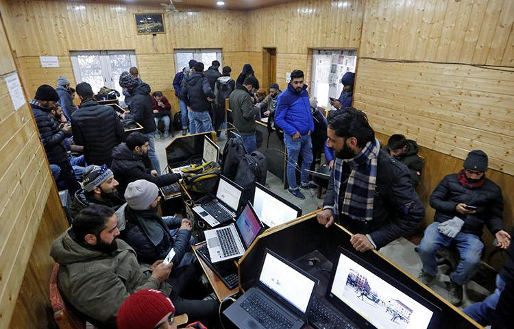 Journalists use the internet inside a government-run media center in Srinagar on January 10, 2020. The Indian Supreme Court today criticized internet restrictions that have obstructed the media for five months. (Reuters/Danish Ismail)