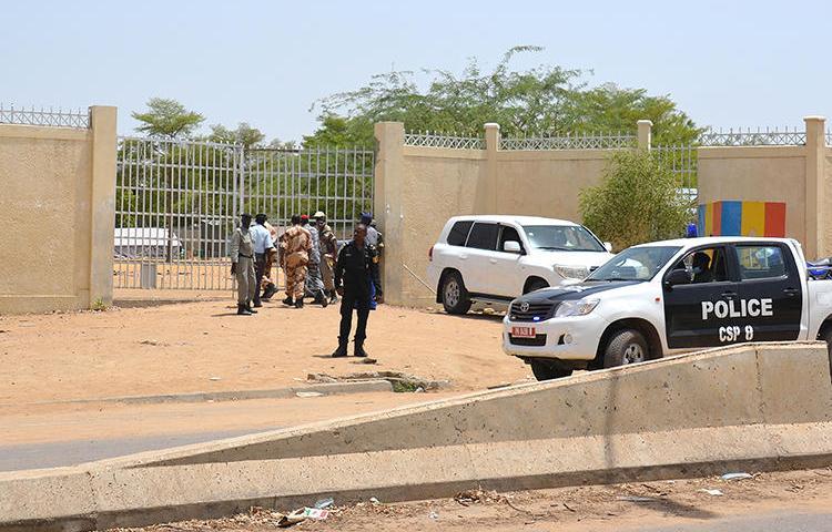 Les forces de police à N'Djamena, au Tchad, le 15 juin 2015. La police a récemment arrêté le journaliste Ali Hamata Achène pour des actes présumés de diffamation et d'outrage à magistrat. (AFP/Brahim Adji)