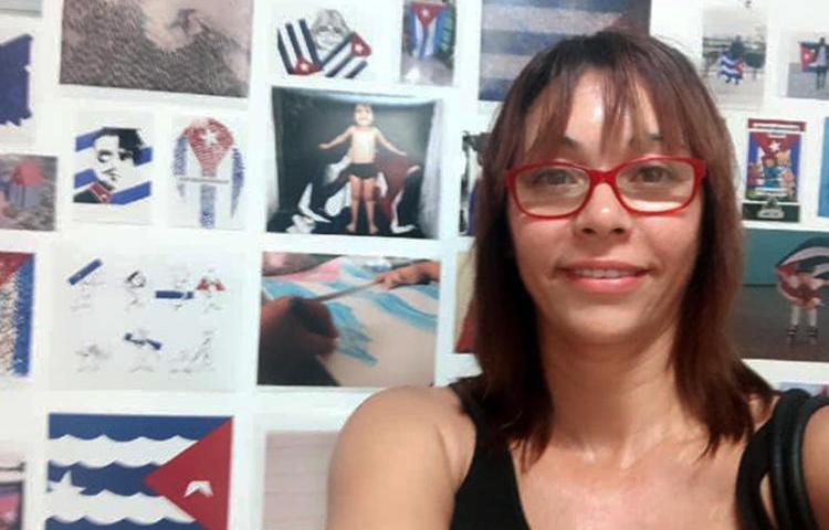 La reportera Cubana, Iliana Hernández, enfrenta cargos por presunta receptación de equipos robados. (Foto vía Iliana Hernández)