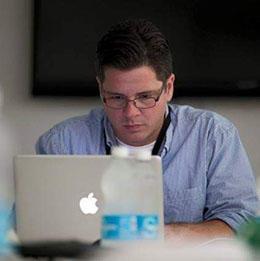Ricardo Cortés-Chico, periodista de GFR Media. (Photo: Teresa Canino)