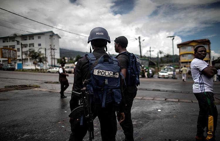 Police officers are seen in Buea, Cameroon, on October 3, 2018. Cameroonian journalist Martinez Zogo has been jailed since January. (AFP/Marco Longari)