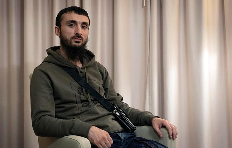 Чеченский блогер Тумсо Абдурахманов 14 ноября 2018 года в Польше. На него было совершено нападение, которое его брат назвал попыткой покушения. (Ассошиэйтед Пресс/Франческа Эбель)