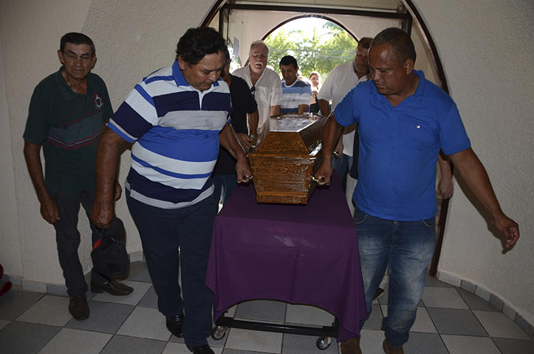 Relatives of Brazilian journalist Leo Veras carry his coffin in Pedro Juan Caballero, Paraguay, on February 13, 2020. Veras was killed at his home on February 12. (AP/Marciano Candia)