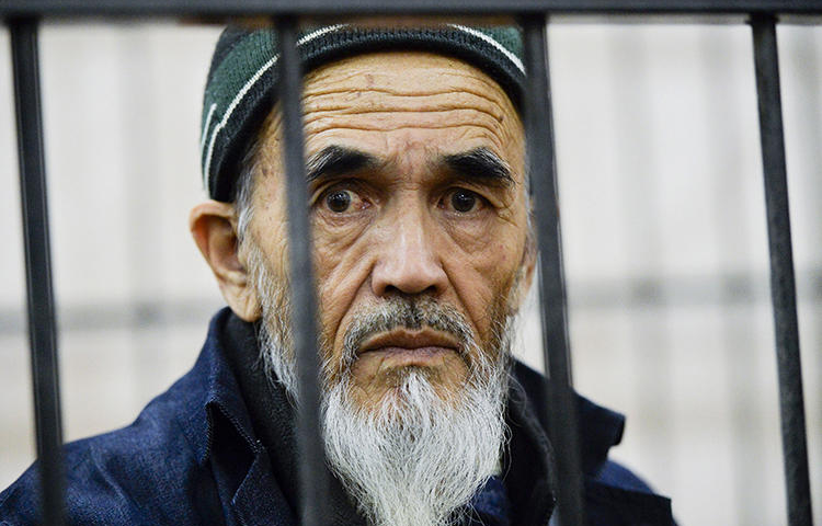 Journalist Azimjon Askarov is seen at a court in Bishkek, Kyrgyzstan, on October 11, 2016. On Tuesday, the country's Supreme Court adjourned the hearing of Askarov's final appeal until April 7. (AP/Vladimir Voronin)