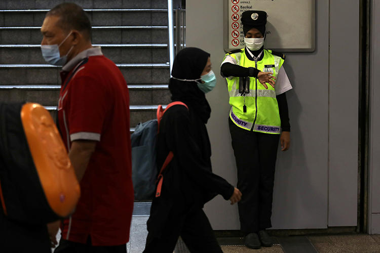 A security guard is seen in Kuala Lumpur, Malaysia, on January 31, 2020. Malaysian authorities recently filed criminal charges against journalist Wan Noor Hayati Wan Alias. (Reuters/Lim Huey Teng)