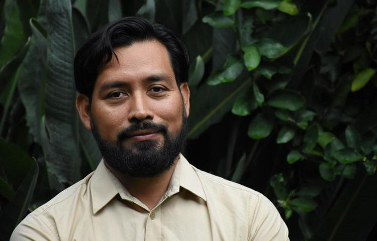 Carlos Choc, un reportero de Prensa Comunitaria, fue obligado de esconderse por acoso judicial y amenazas anónimas a raíz de su cobertura en la región guatemalteca de Izabal. (Nelton Rivera/Prensa Comunitaria)