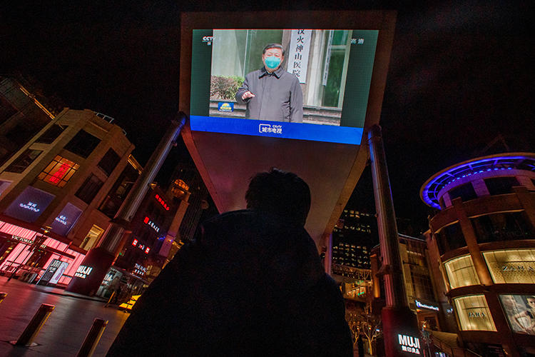 A screen shows a CCTV state media broadcast of Chinese President Xi Jinping's visit to Wuhan at a shopping centre in Beijing on March 10, 2020. Researchers at Citizen Lab have documented Chinese platforms censoring keywords related to the outbreak of the novel coronavirus. (Reuters/Thomas Peter)
