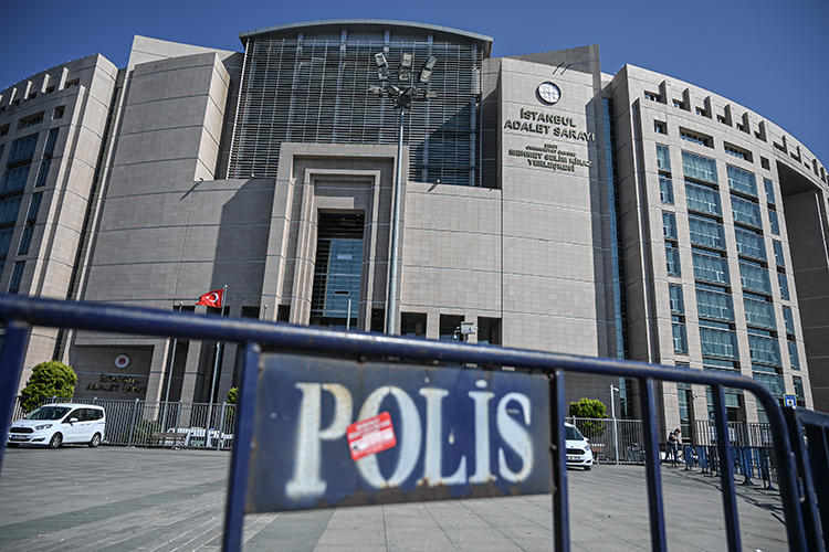 An Istanbul court is seen on September 18, 2019. Turkish authorities recently arrested journalists Barış Terkoğlu and Hülya Kılınç. (AFP/Ozan Kose)