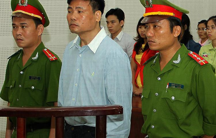 Blogger Truong Duy Nhat is seen at a local People's Court in Da Nang, Vietnam, on March 4, 2014. In a separate case today, Nhat was sentenced to 10 years in prison for his writing. (AFP/Vietnam News Agency)