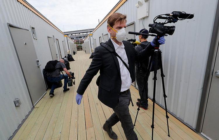 Mídia visita um hospital temporário colocado no Centro de Convenções Ernest N. Morial em resposta à pandemia do COVID-19 em Nova Orleans em 4 de abril de 2020. (Foto AP / Gerald Herbert)