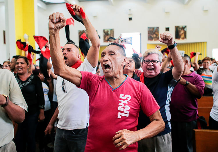Supporters of Nicaraguan President Daniel Ortega shout slogans at the Metropolitan Cathedral in Managua, Nicaragua, on March 3, 2020. Government supporters attacked several journalists covering a funeral at the church. (Reuters/Oswaldo Rivas)