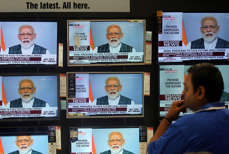 TV screens are seen in a showroom in Mumbai, India, on March 27, 2019. Indian authorities recently issued 48-hour suspensions to broadcasters Asianet News and MediaOne TV. (Reuters/Francis Mascarenhas)