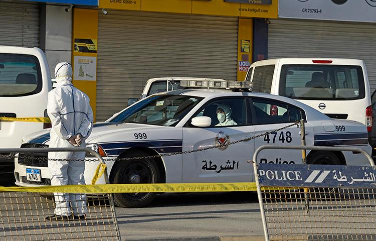 A police cruiser is seen on the outskirts Manama, Bahrain, on March 13, 2020. CPJ joined a letter calling on Bahrain to release all its imprisoned journalists. (AFP/Mazen Mahdi)