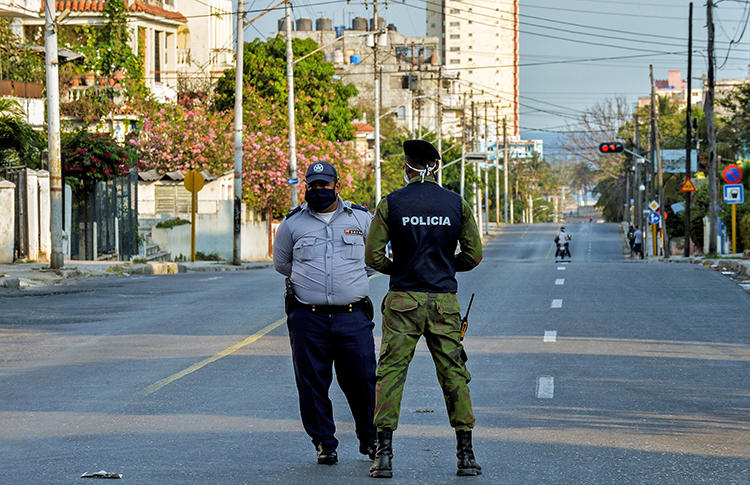 Police officers are seen in Havana, Cuba, on April 4, 2020. Police recently summoned and interrogated journalist Mónica Baró. (AFP/Yamil Lage)