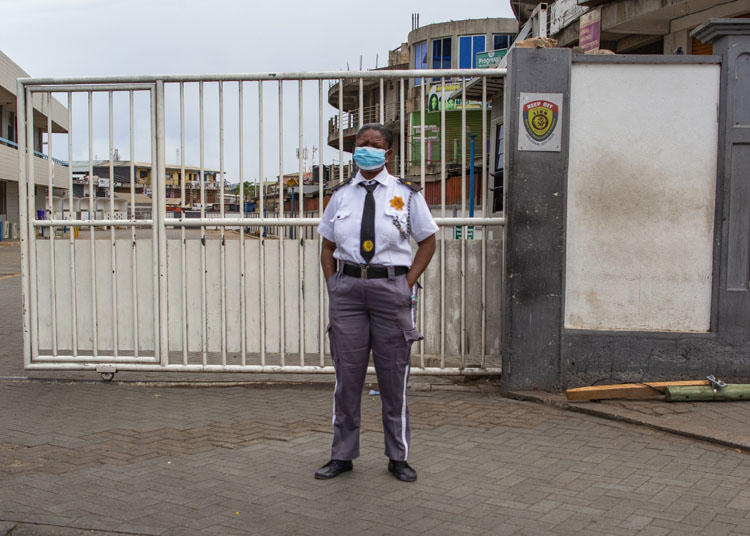 A security guard wears a mask as a protective measure against COVID-19 disease in Accra, Ghana, on April 4, 2020. Soldiers enforcing restrictions related to the pandemic assaulted journalists in two separate incidents. (Nipah Dennis/AFP)
