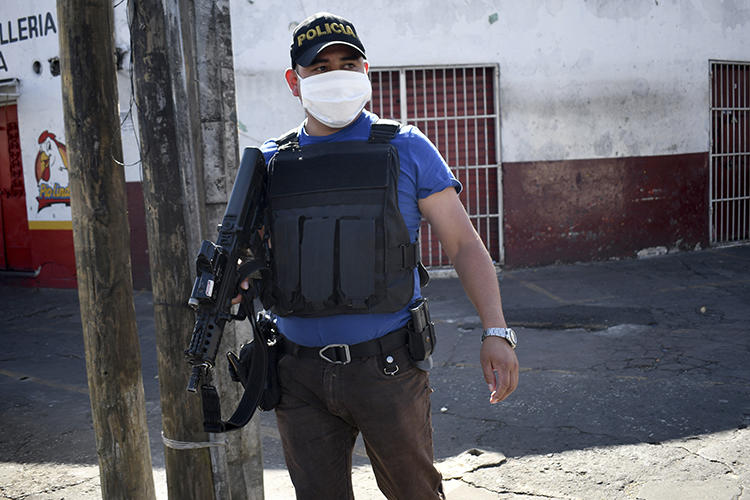 A police officer is seen in Guatemala City on March 22, 2020. Journalist Carlos Choc's home was recently robbed in southeast Guatemala. (AFP/Johan Ordonez)