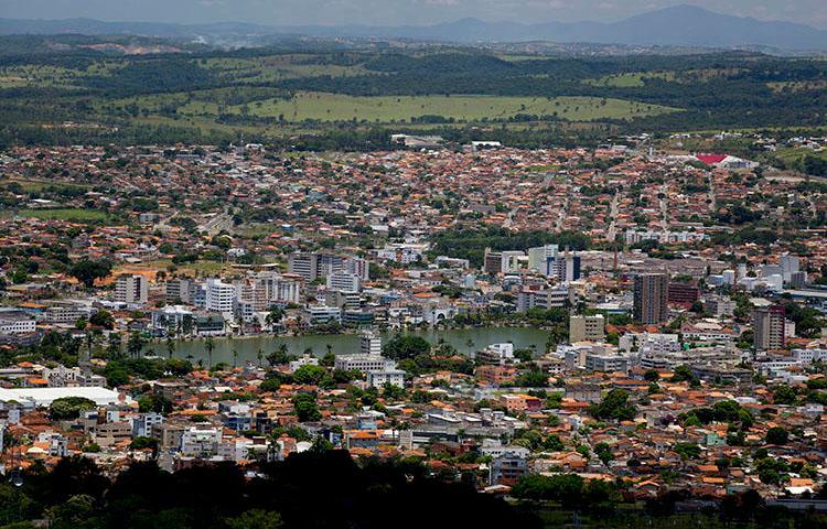 A cidade de Sete Lagoas, Brasil, em uma foto de 4 de fevereiro de 2014. A casa de um jornalista de rádio foi atacada a tiros na localidade em 9 de abril de 2020. (Foto AP / Bruno Magalhães)