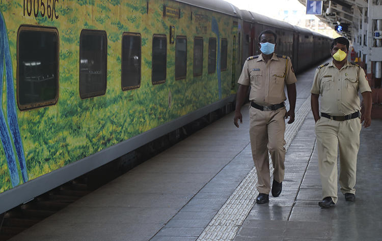 Police officers are seen in Mumbai, India, on March 23, 2020. Several journalists were recently detained or attacked amid the coronavirus lockdown in India. (AP/Rafiq Maqbool)
