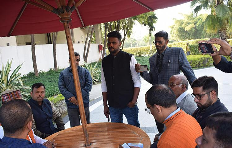 Akash Yadav, center, a Varanasi-based journalist with Hindi daily Dainik Bhaskar spoke to CPJ India Correspondent Kunal Majumder about being a victim of both local police and a private hospital lobby. (Somi Das)