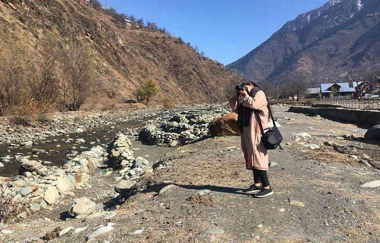 Journalist Raihana Maqbool reporting in Kashmir. (Aliya Bashir)